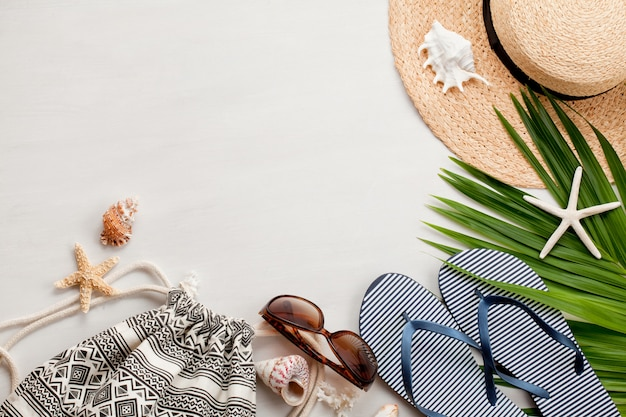Summer vacation concept flat lay. beach accessories top view. Premium Photo