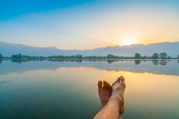 Sunrise on dal lake, kashmir india . Free Photo