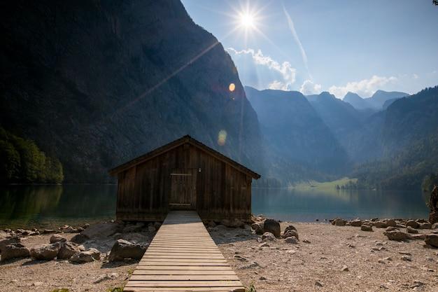 南ドイツ、バイエルン州オーバーゼー湖の日の出。ヨーロッパ Premium写真