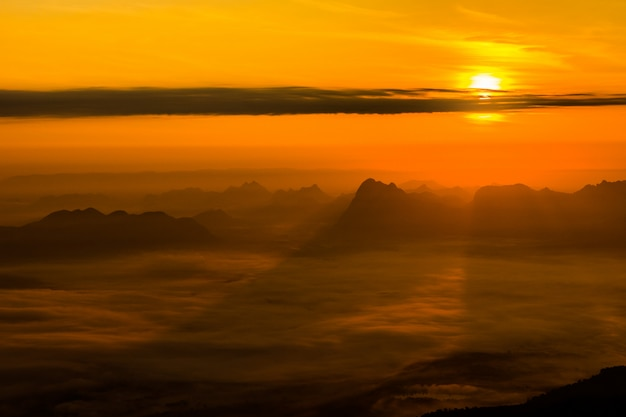 Sunrise at phukradung national park, thailand Premium Photo