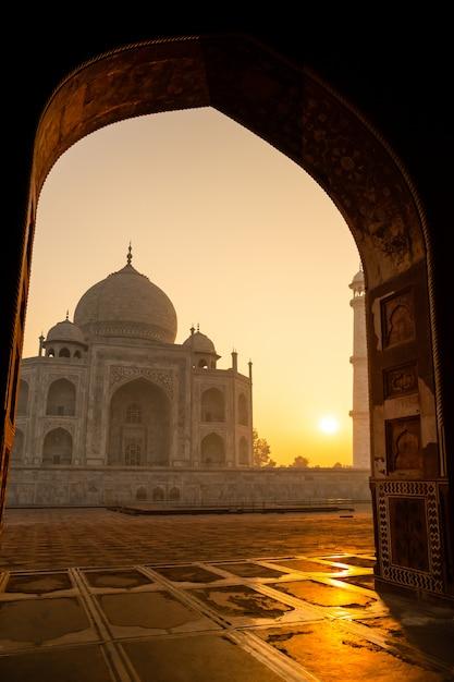 Sunrise of taj mahal through an archway in agra india shot in high iso. Premium Photo