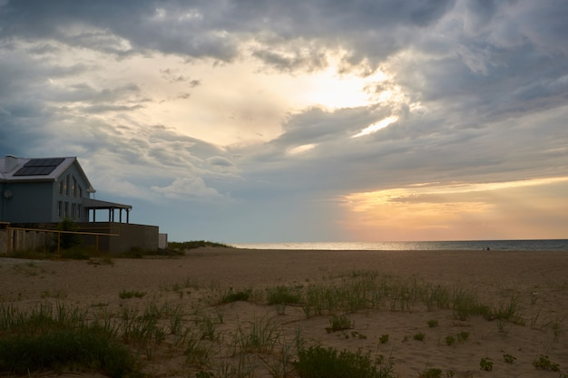 Sunset and beach sunset shoot. dramatic sky with clouds Premium Photo