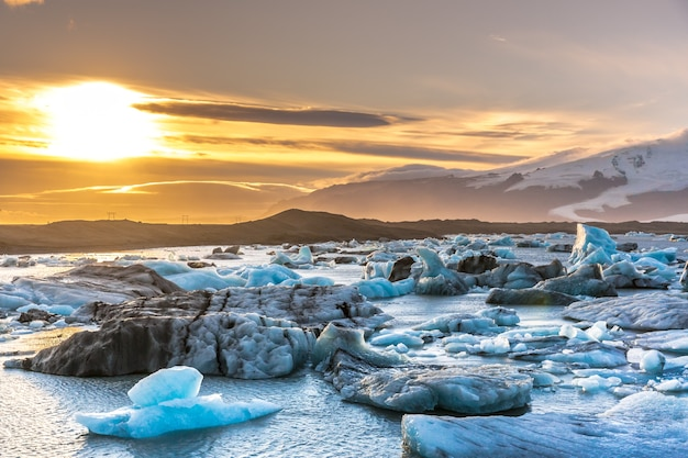 Sunset at the iceberg lagoon in iceland, snow cape mountains Premium Photo