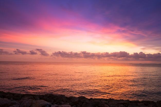 Закатный пейзаж Premium Фотографии