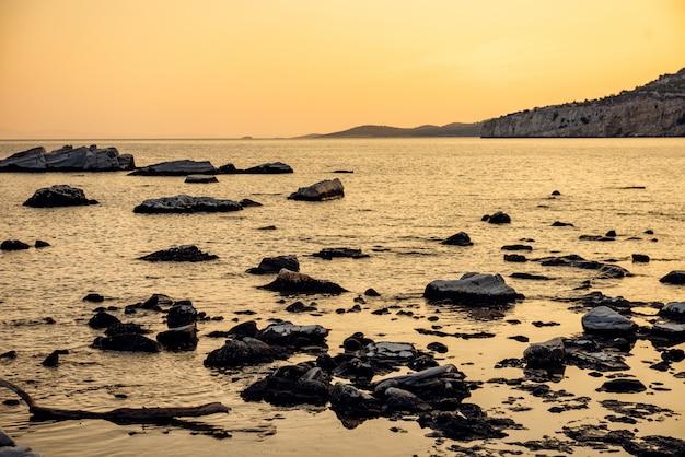 Sunset at rocky beach Premium Photo