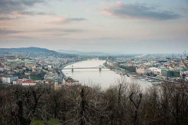 Sunset view of the city of budapest on a cloudy day. Premium Photo