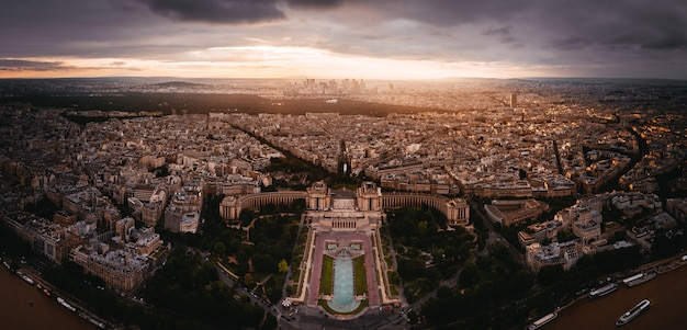 Sunset view to la denfense in paris, france Free Photo