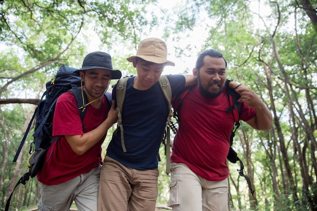 Support friend to walk while hiking Premium Photo