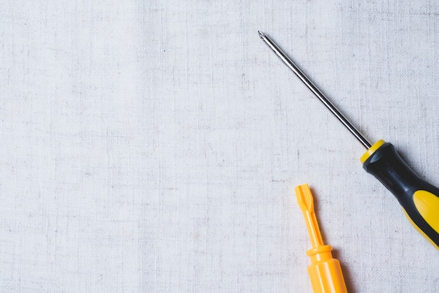 Surface with two screwdrivers Free Photo