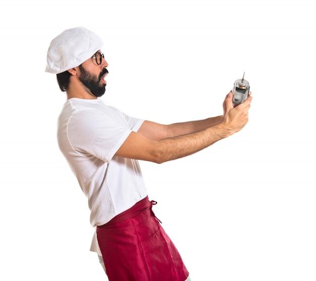 Chef sorpreso che tiene un orologio Foto Gratuite