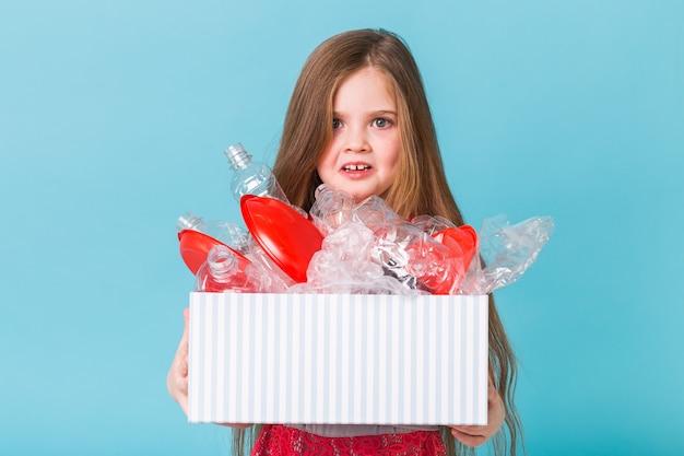 Surprised child carrier box with plastic trash Premium Photo