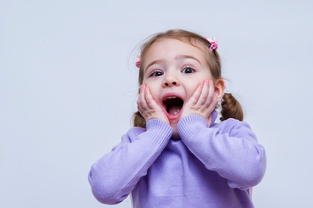 Surprised cute young girl Premium Photo