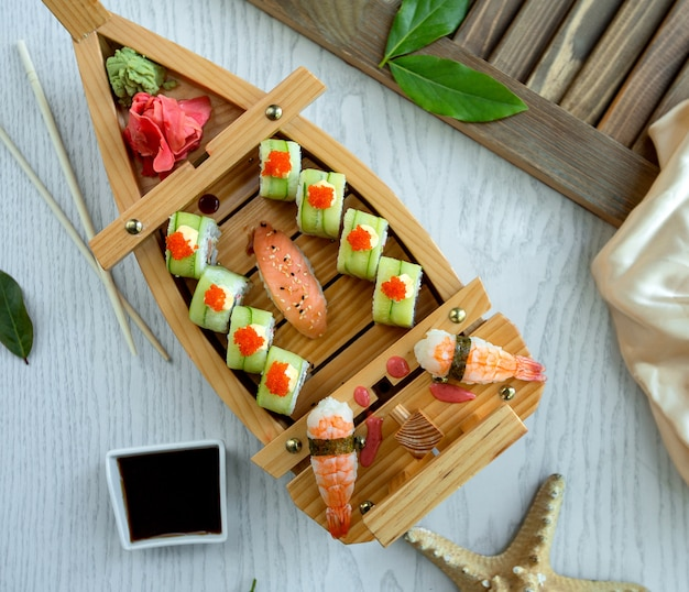 Sushi rolls with side shrimps Free Photo