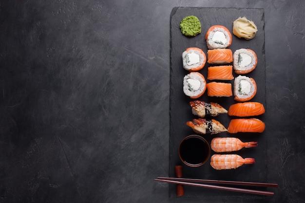 Sushi set sashimi with salmon, shrimp, eel. Premium Photo