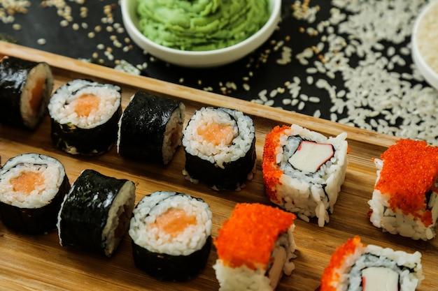 きゅうり、生姜、わさび、ごまの寿司 無料写真