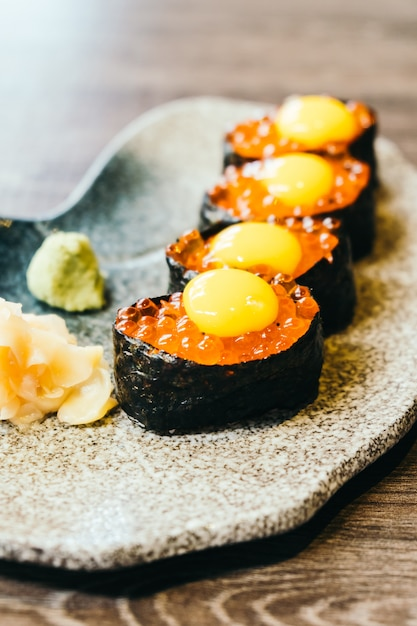 Sushi with salmon eggs Free Photo
