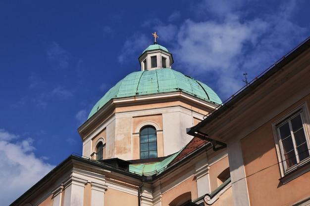 聖ニコラス大聖堂、シュトルニツァsv。スロベニア、リュブリャナのニコラジャ Premium写真