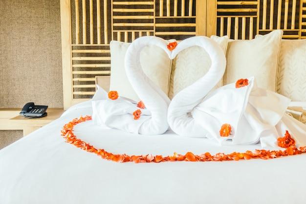 Swan towel Free Photo