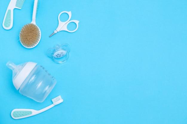 Сладкие детские аксессуары. копировать пространство вид сверху плоская планировка. Premium Фотографии
