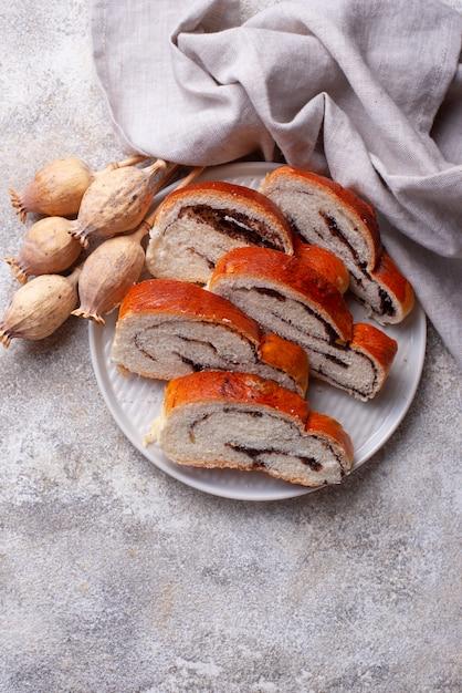 Sweet bread with poppy seeds Premium Photo