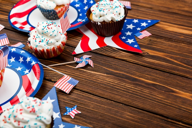 Sweet cakes for independence day on table Free Photo