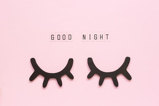 おやすみ、装飾的な黒いまつげ、目を閉じてコンセプトsweet dreams Premium写真