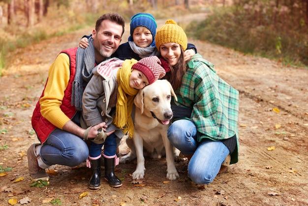 Dolci baci per il nostro simpatico cane Foto Gratuite