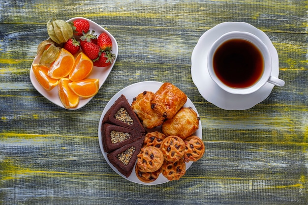 Sweet plate with various sweets. Free Photo