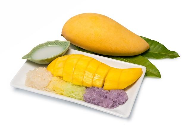 マンゴー入りの甘いもち米 Premium写真