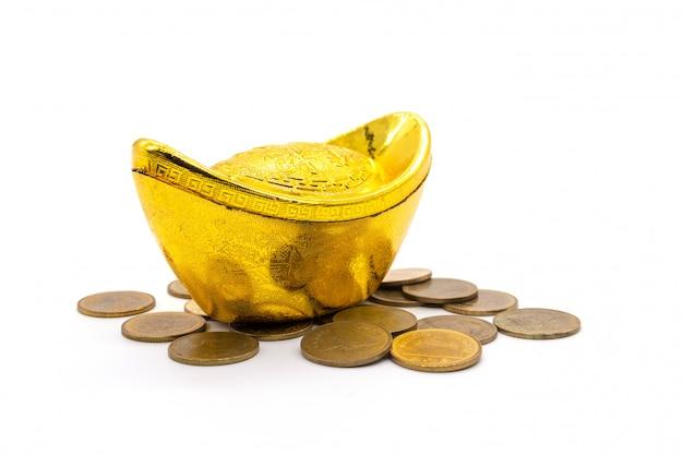 Китайский золотой sycee (юаньбао) на белом Premium Фотографии