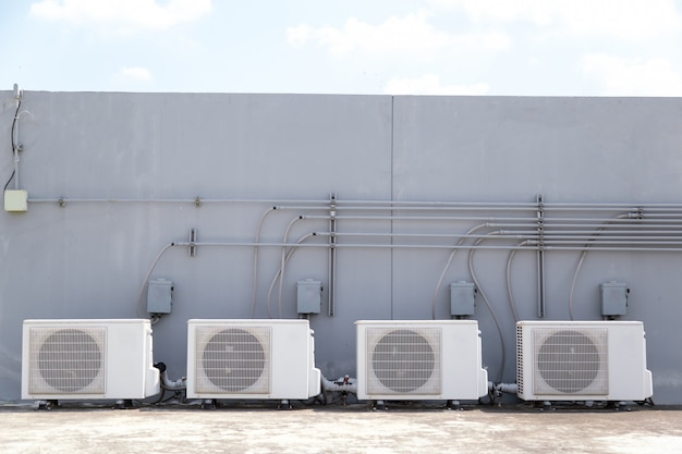 System of central conditioning set on the roof of the building Premium Photo