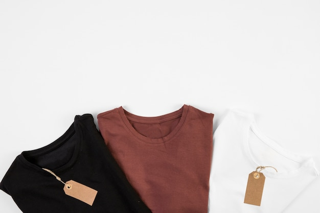 T-shirts in three colors with tags Free Photo