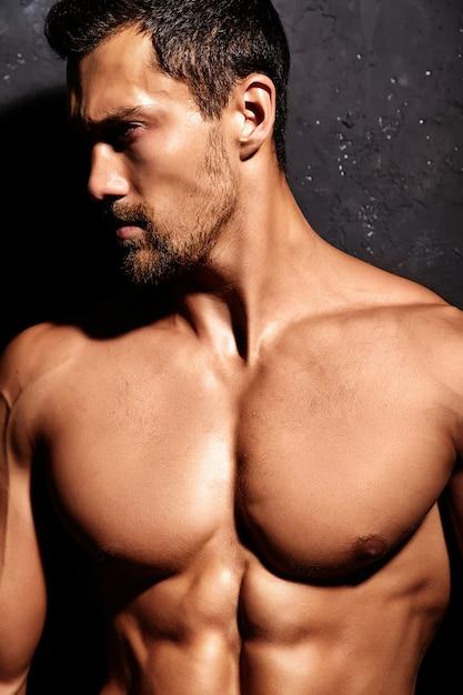 Tシャツのない強い男 無料写真