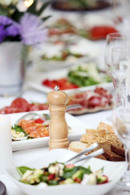 A table for celebrating Free Photo