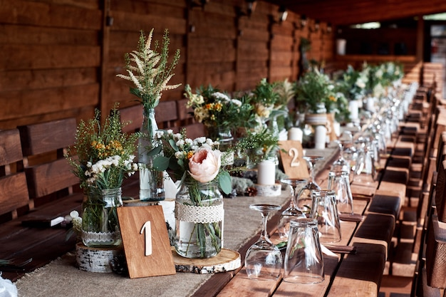 Table decor with white flowers and candles for a wedding party. Premium Photo