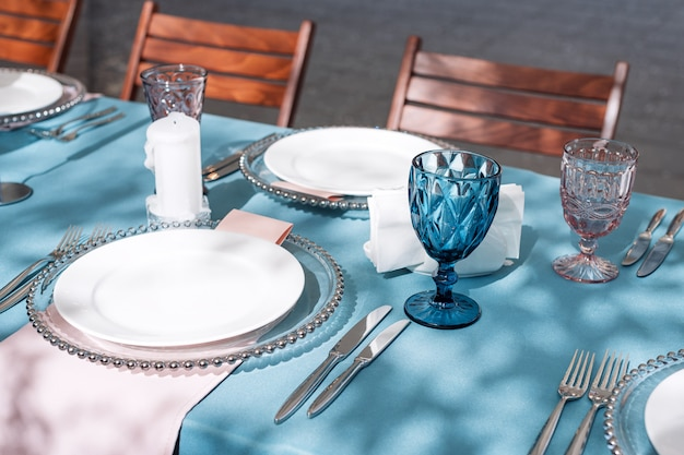 Table decorations for holidays and wedding dinner. table set for holiday wedding reception in outdoor restaurant. Premium Photo