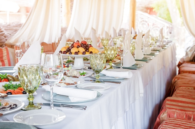 Table decorations for holidays and wedding dinner Premium Photo
