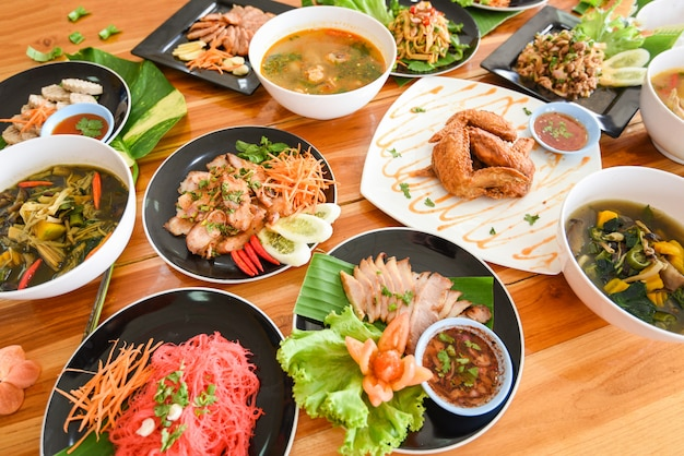 Table food served on plate tradition northeast food isaan delicious on plate with fresh vegetables many variety various thai menu asian food Premium Photo