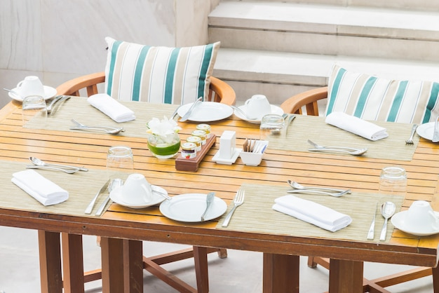 Table setting for dinner Free Photo
