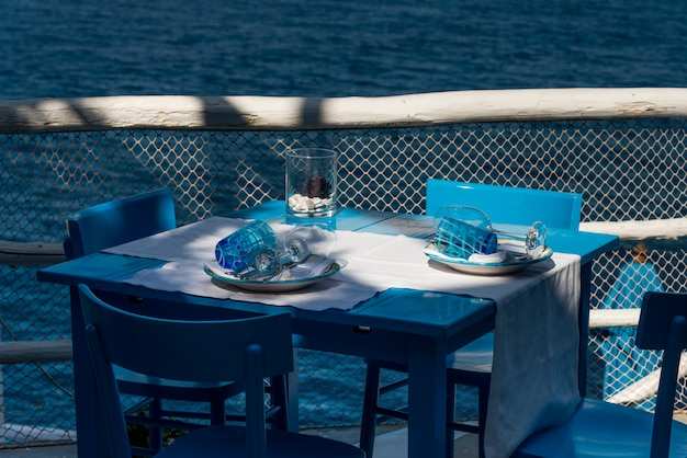 Table setting on restaurant patio at waterfront, anacapri, capri, campania, italy Premium Photo