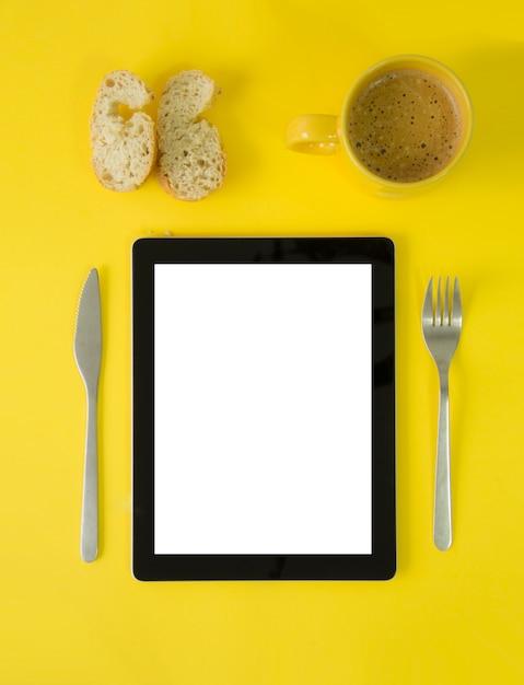 Tablet breakfast Premium Photo
