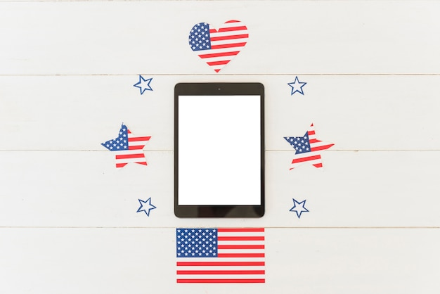 Tablet and holiday decoration of us flag Free Photo
