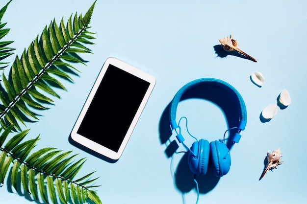 Tablet with headphones for rest Free Photo