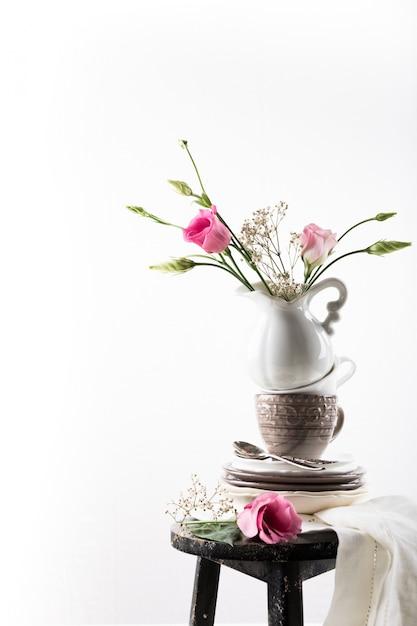 Tableware with flowers Premium Photo