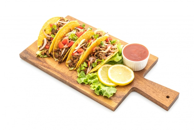Tacos with meat and vegetables isolated Premium Photo