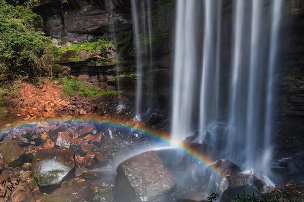 Tad-loei-ngaの滝。タイランド、ルーイ県の美しい滝。 Premium写真