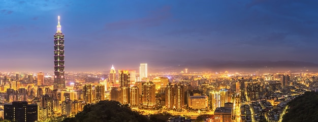 Taipei skyline panorama Premium Photo
