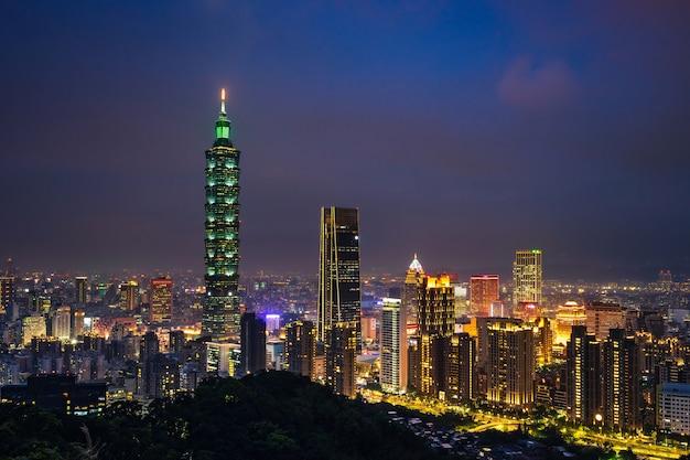 Taipei skyline at twilight time Premium Photo