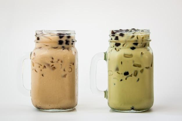 Taiwan ice milk tea and taiwan green tea with milk and bubble boba Premium Photo
