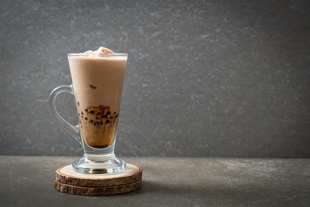 Тайваньский молочный чай с пузырьками Premium Фотографии